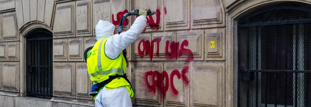 Gebaeudereinigung Grafittientfernung 263234975